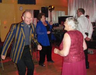 Clive'n'Rita leading the dancing